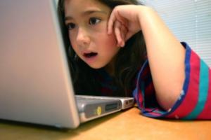 girls-at-computer