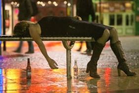 apocalipsa-de-revelion-pe-strazile-londrei-fetele-bete-crita-au-facut-striptease-printre-altele-124066