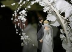 problemesex-casatorie-nunta-figurine-tort-freedigitalphotos.net_-350x250