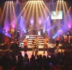 Ne-închinăm-lui-Dumnezeu-sau-ne-cântăm-nouă